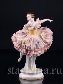 Балерина в розовом платье, кружевная, Muller & Co, Volkstedt, Германия, нач. 20 в