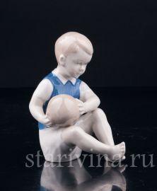 Мальчик с мячом, Grafenthal, Германия, вт.  пол. 20 в
