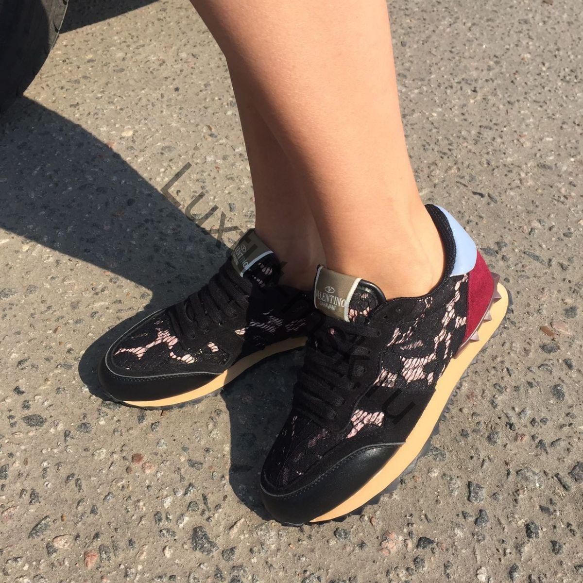 Кеды и кроссовки Valentino Garavani женские замшевые и кожаные ... 38c4d4faaae