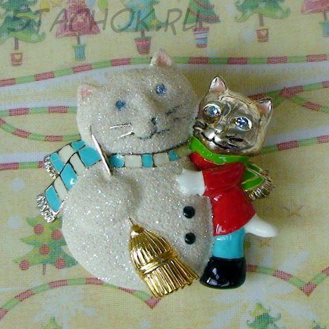 Котейка и кото-снеговик под серебро, эмаль, стразы, ювелирная крошка