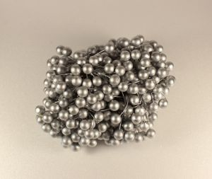 Ягоды 10 мм (длина 16см), цвет - серебро. 1 уп = 400 ягодок