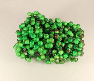 `Ягоды 10 мм (длина 16см), цвет - зелено-красный. 1 уп = 40 ягодок ( 20 веточек)