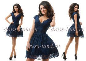 Темно-синее кружевное платье с пышной юбкой