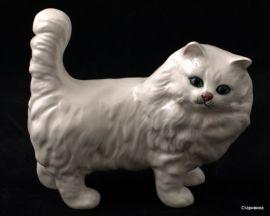 Белый кот. Royal Doulton, Великобритания.