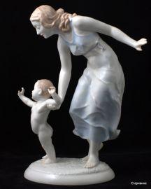 Мама с сыночком. Hutschenreuther, Германия. 1945-49 гг., артикул 00135