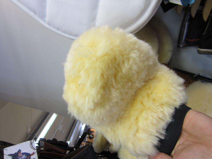 Перчатка для чистки из натуральной овчины