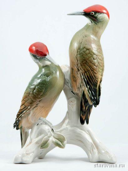Большая интерьерная парная фарфоровая статуэтка птиц Пара зеленых дятлов, Karl Ens, Германия.