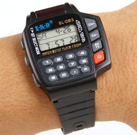 Наручные часы с функциями пульта дистанционного управления и калькулятора