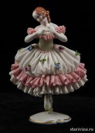 Балерина-кружевница в платье с зеленым лифом, Volkstedt, Германия.