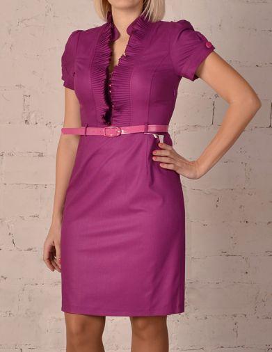 Строгое габардиновое платье с коротким рукавом