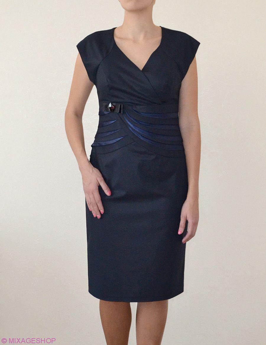 Платье глубокого темно-синего цвета с изящными вставками из атласа