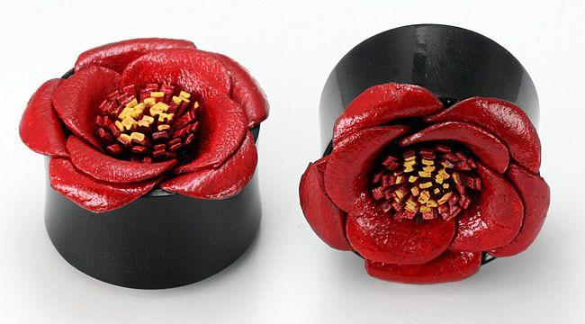 Плаги красный цветок. Рог и кожа