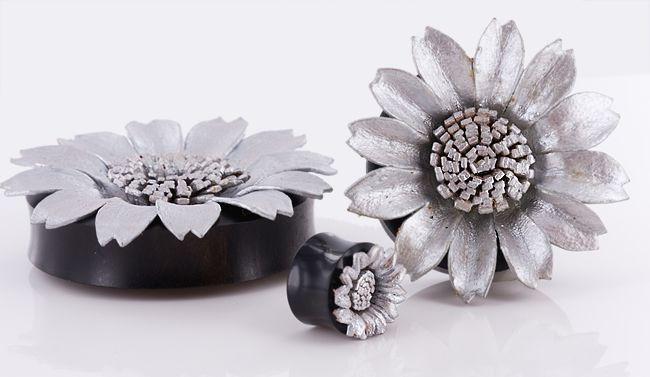 Плаги серебряный цветок. Рог и кожа
