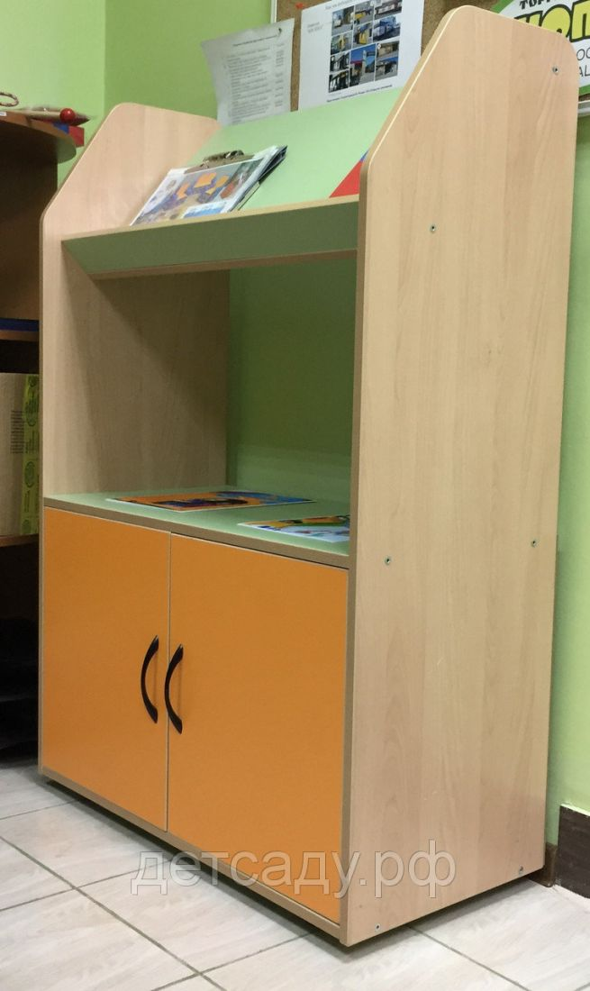 Шкаф-витрина книжная с дверцей