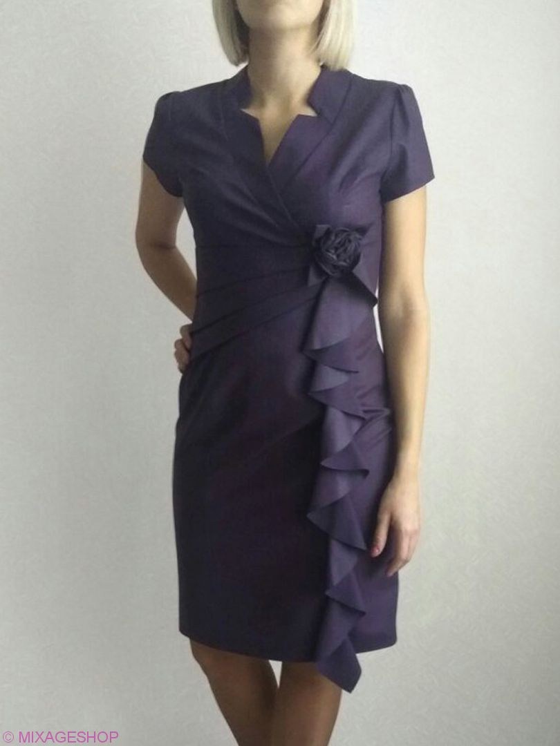 Платье с коротким рукавом глубокого темно-фиолетового оттенка