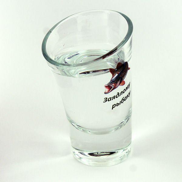 Пьяная рюмка Заядлому рыбаку