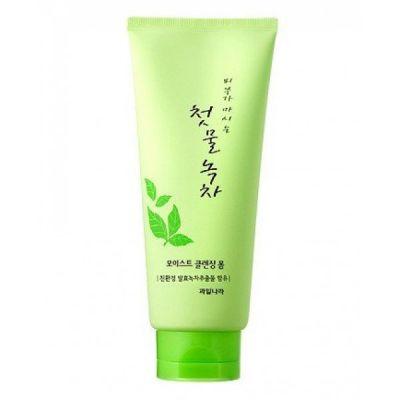 Пенка для умывания с зеленым чаем Welcos Green Tea Moist Cleansing Foam 180гр
