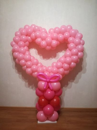 Сердце из шаров на колонне