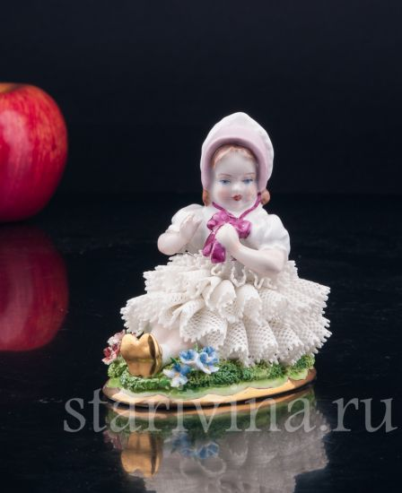 Изображение Девочка в розовом капоре, кружевная, Sitzendorf, Германия, вт. пол. 20 в