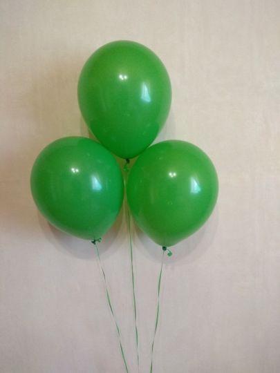 Зеленый шар с гелием