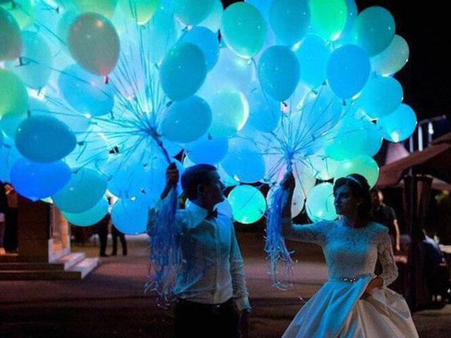 Голубые шары светящиеся