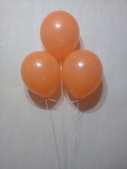 Оранжевый шар с гелием