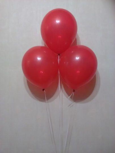Красный шар с гелием