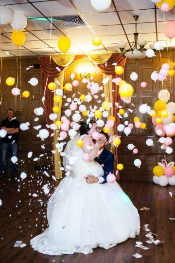 Классический шар сюрприз для оформления свадьбы