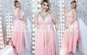 Персиковое вечернее платье с V-образным вырезом