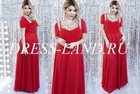 Красное вечернее платье с драпировкой на лифе