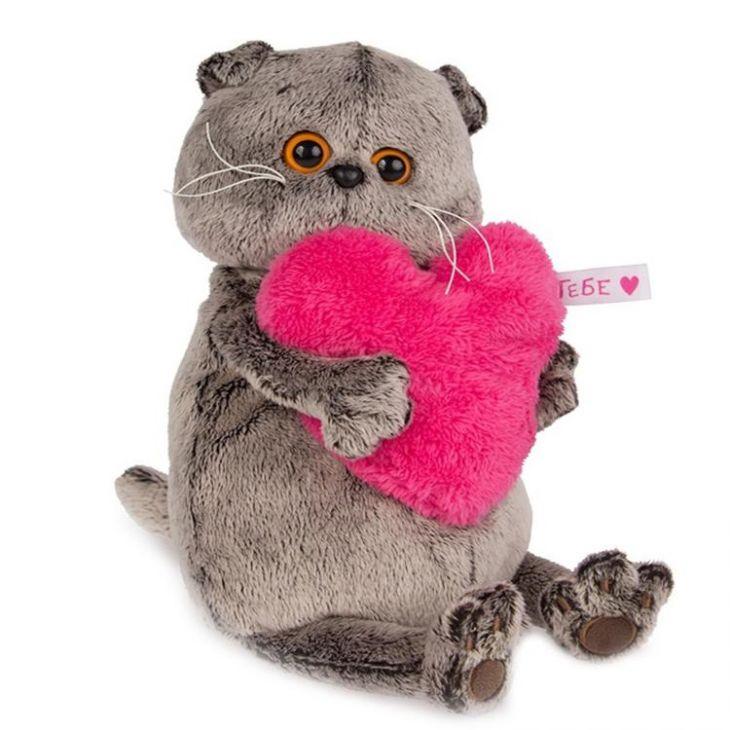 Кот Басик с розовым сердцем