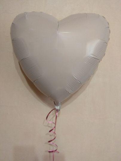 Сердце белое шар фольгированный с гелием
