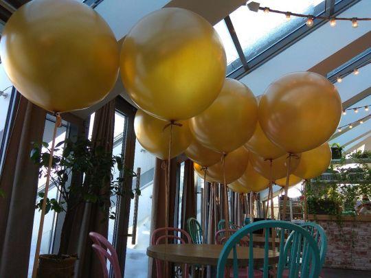 Золотой гигантский шар латексный с гелием