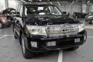 Решетка радиатора с отверстием под штатную камеру (Тип 1) для Toyota Land Cruiser 200 2012-