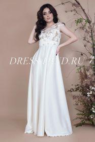 Белое вечернее платье с завышенной талией