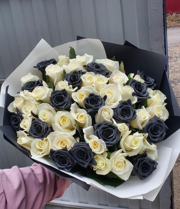 51 роза черно-белая