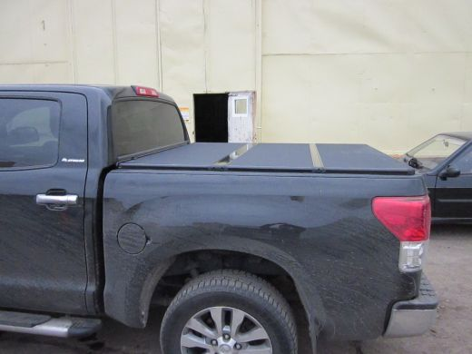 Жесткая трехсекционная крышка кузова Kramco для Toyota Tundra