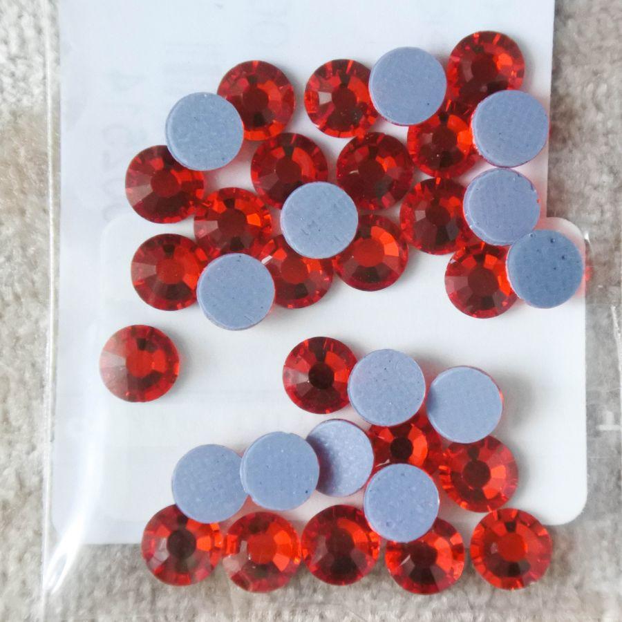 Стразы стеклянные клеевые, цвет Красный, SS20, 35 шт/упак