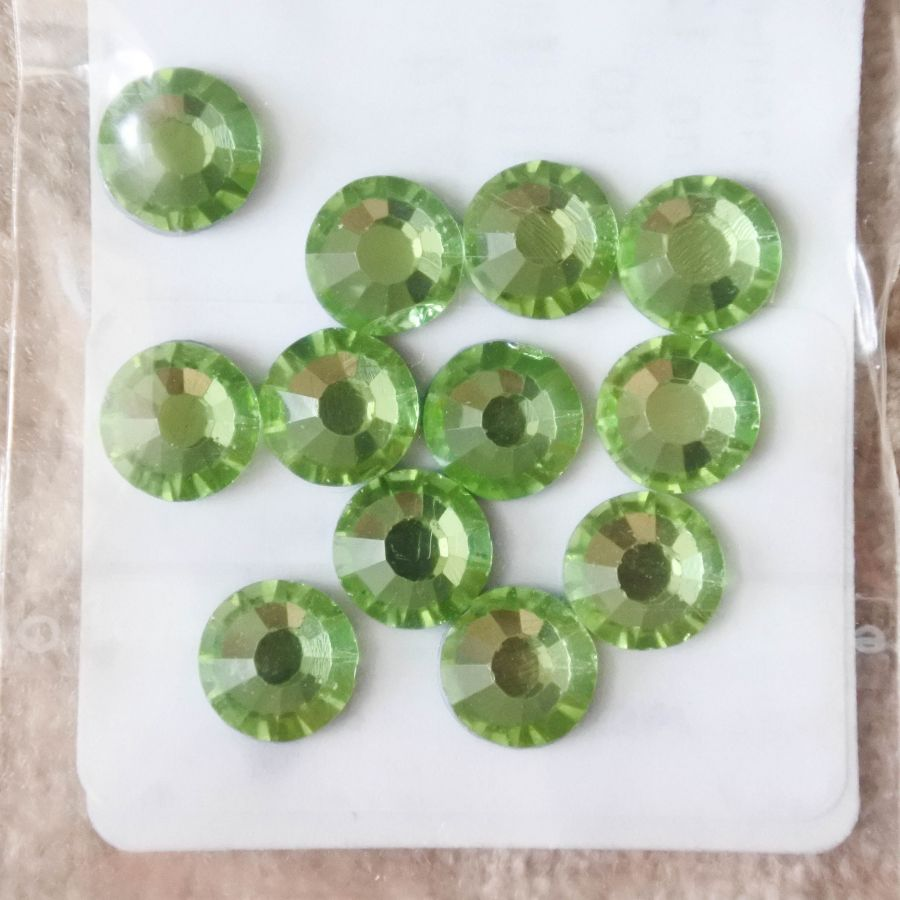 Стразы стеклянные клеевые, цвет Светло-Зеленый, SS30, 12 шт/упак