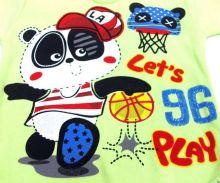 Спереди большая красивая аппликация в виде панды играющего в баскетбол