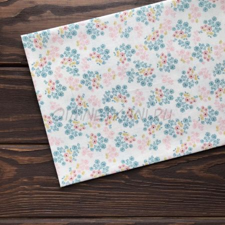 Ткань с цветами на молочном фоне