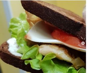 Сэндвич с черным хлебом