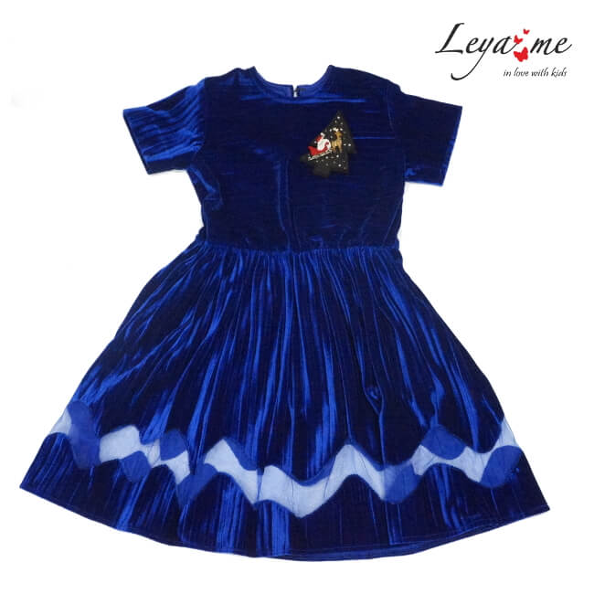 Платье из бархата плиссе с фигурной вставкой в комплекте брошь