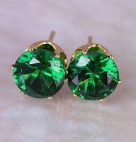 Позолоченные серьги-гвоздики с зеленым цирконом