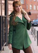 зеленая ветровка