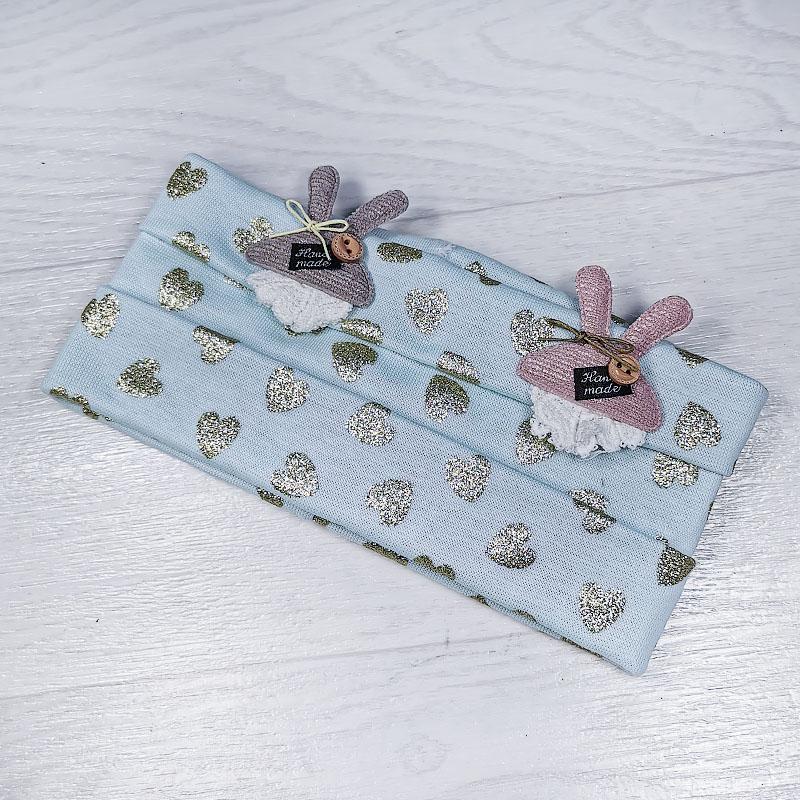 п1056-10 Повязка трикотажная с блестящими сердечками Зайки голубая