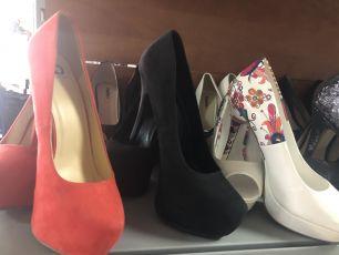 Лот женской обуви