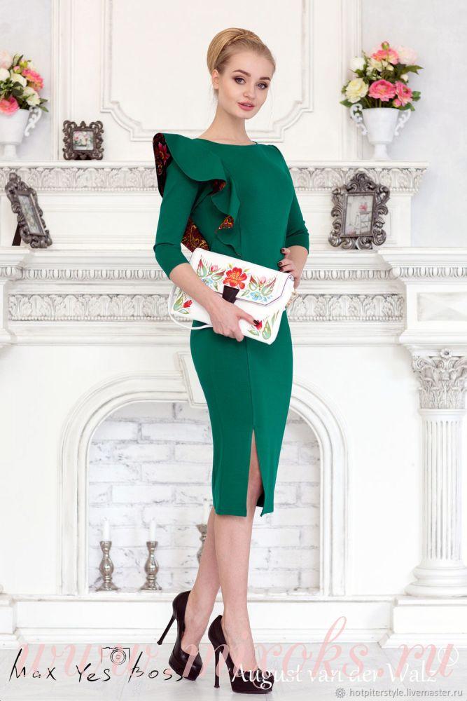 Платье зеленое с воланом на плече