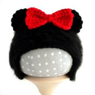 Вязаная шапочка для куклы Микки Маус