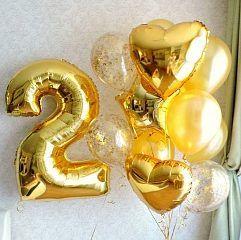 Композиция из золотых шаров, сердец и звезд с цифрой